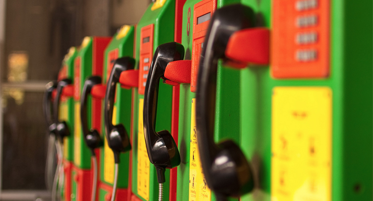 """Colorful Telephones"" von Mark Fischer (CC BY-SA 2.0)"