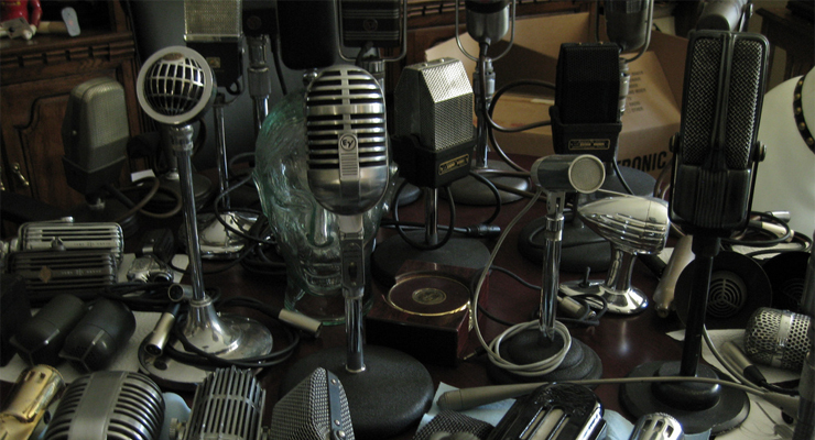 """Microphones"" by Roadside Guitars (CC BY-SA 2.0)"
